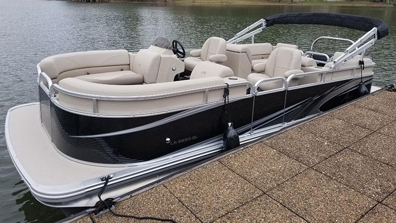 LaPrades Rental pontoon Boat on Lake Burton